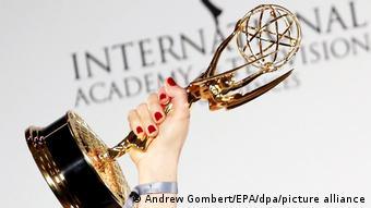 Trophäe des International Emmy Awards