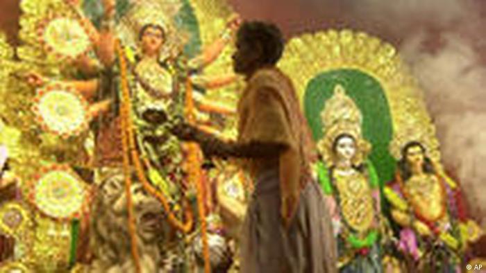 Hindu Priester bei Puja Ritual (AP)