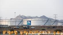 سبق للحوثيين أن أعلنوا العام الماضي عن استهداف شركة أرامكو النفطية السعودية بطائرة مسيرة، لكن أصابع الاتهام وجهت حينها لإيران (صورة أرشفية لخزان نفطي قرب جدة)