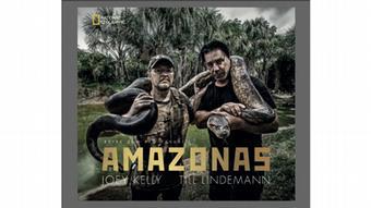 Buchcover Amazonas von Till Lindemann und Joey Kelly. Auf ihren Schultern tragen sie eine Anaconda