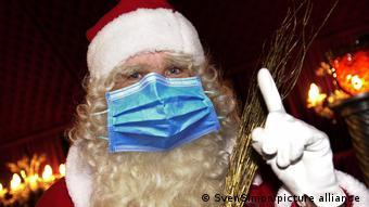 Рождественский дед в маске