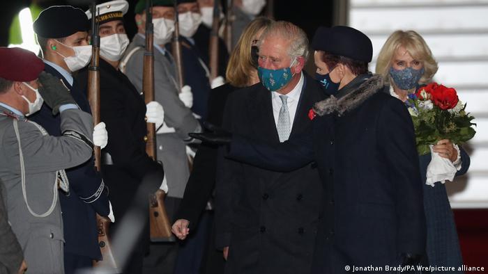 Принц Чарльз и герцогиня Камилла в аэропорту Берлин-Бранденбург (BER)