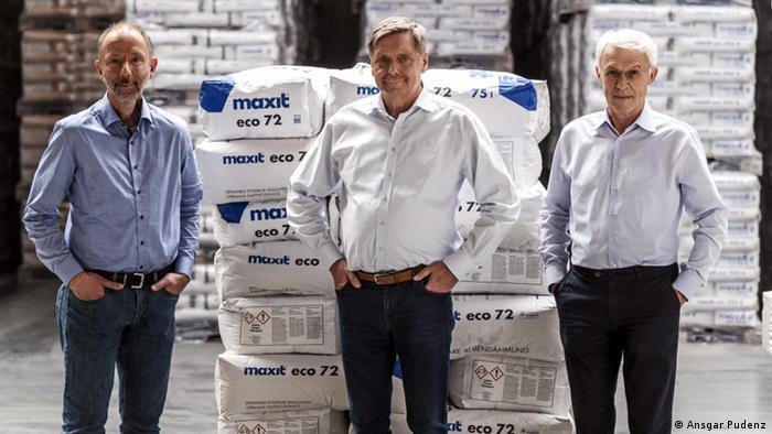 Thorsten Gerdes vom Keylab Glastechnologie an der Universität Bayreuth, Friedbert Scharfe vom Mörtelhersteller Maxit und Klaus Hintzer von Dyneon (Foto: Ansgar Pudenz)