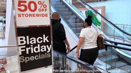 """Το Black Friday """"απογειώνει"""" τις διαδικτυακές αγορές"""