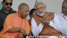 Indien Premierminister Narendra Modi mit dem Chefminister von Uttar Pradesh Yogi Adityanath