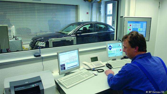 W idealnym wypadku czyste ma być nie tylko auto, ale i odgazy - placówka badawcza Aralu w Bochum