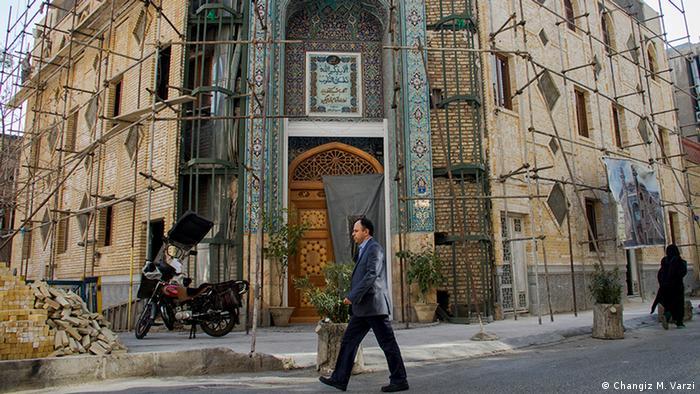 Tahran'ın farklı inançların bir arada yaşadığı semti Hasan Abad