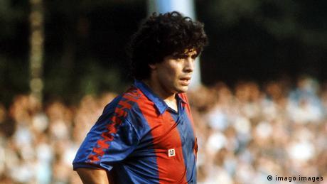 Maradona con los colores de Barcelona.