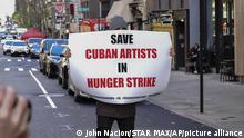 USA I Cuban Artist Protest in New York City