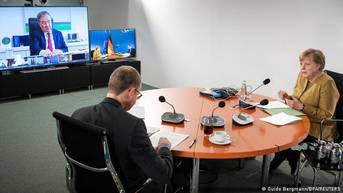 Анґела Меркель під час відеоконференції з прем'єр-міністрами федеральних земель Німеччини