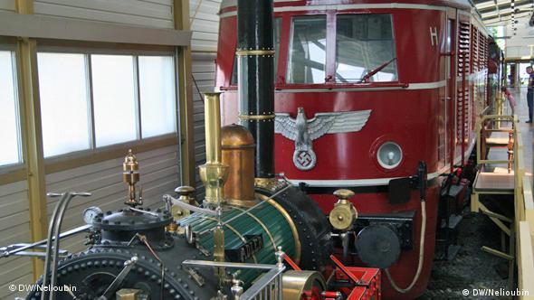 Копия локомотива ''Adler'' 1835 года и локомотив E 19 12, выпускавшийся во времена национал-социализма (1940 год)