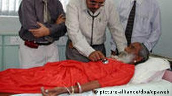 Prahlad Jani Indischer Hunger-Fakir wird untersucht