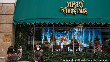 Και στις ασιατικές χώρες ο χριστουγεννιάτικος στολισμός είναι πολύ διαφορετικός απ΄ ότι συνήθως. Η φωτογραφία είναι από τη Σεούλ της Νοτίου Κορέας.