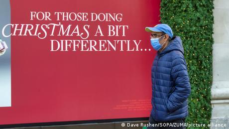 Σε όλο τον πλανήτη η εικόνα εν όψει Χριστουγέννων είναι φέτος πολύ διαφορετική. Η πανδημία έχει φέρει τα πάνω-κάτω στον δημόσιο βίο και τις κοινωνικές συναναστροφές. Οι φετινές γιορτές επιβάλλουν και νέους τρόπους επικοινωνίας και συναθροίσεων.