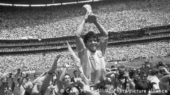 «Το ποδόσφαιρο θρηνεί τον καλύτερο όλων των εποχών»