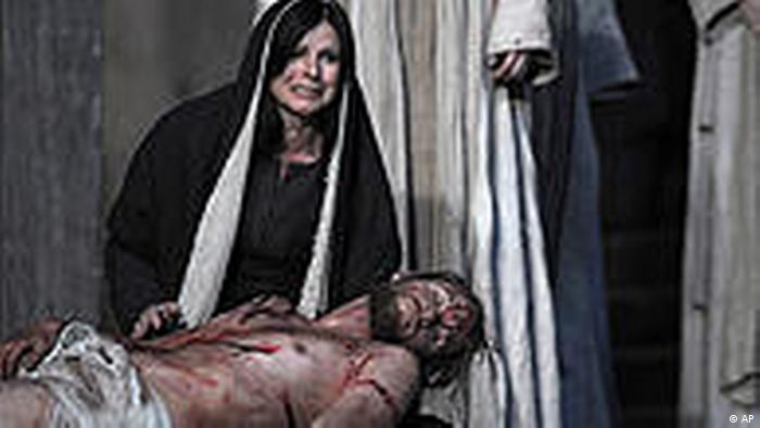 Jesus dying on stage in Oberammergau (AP)