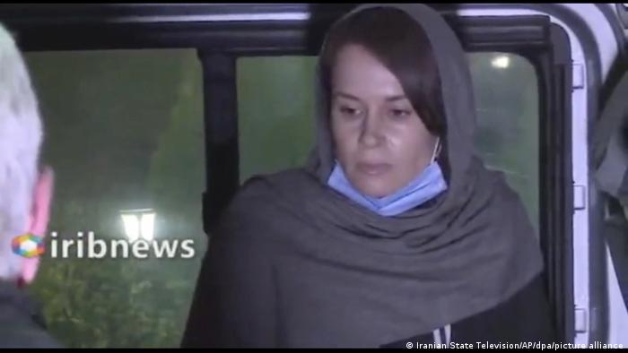 کایلی مور گیلبرت، به هنگام آزادی از زندان اوین، ۲۵ نوامبر ۲۰۲۰