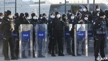 Polizisten stehen vor dem Sincan-Gefängnis bei Ankara