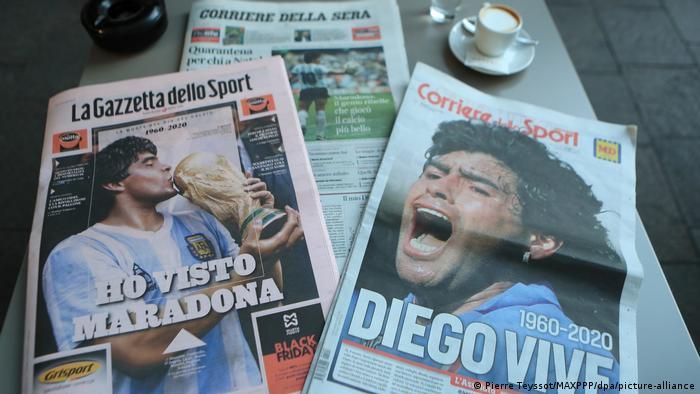 Italien Zeitungsartikel zum Tod von Maradona