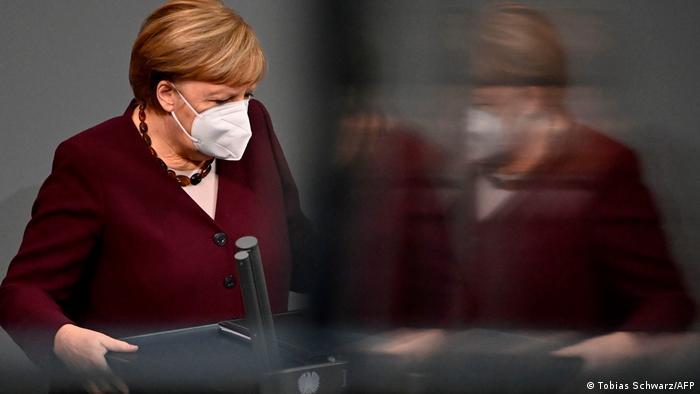La chancelière Angela Merkel avant un discours devant les députés du parlement allemand - Bundestag.