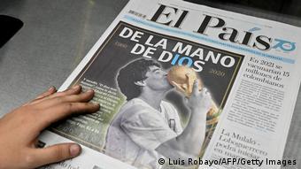 Η φωτογραφία του θεού του ποδοσφαίρου κυριαρχεί στα πρωτοσέλιδα του διεθνούς Τύπου