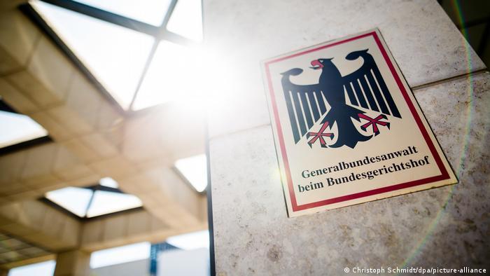 Табличка с надписью Федеральная прокуратура Германии перед входом в ведомство