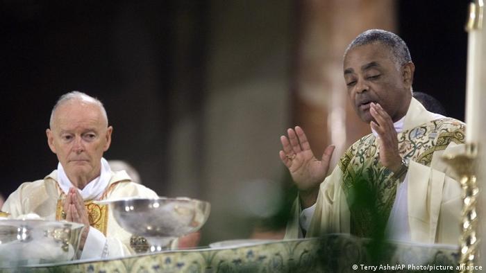 USA Washington | Rev. Wilton Gregory of Belleville und Theodore McCarrick während Messe