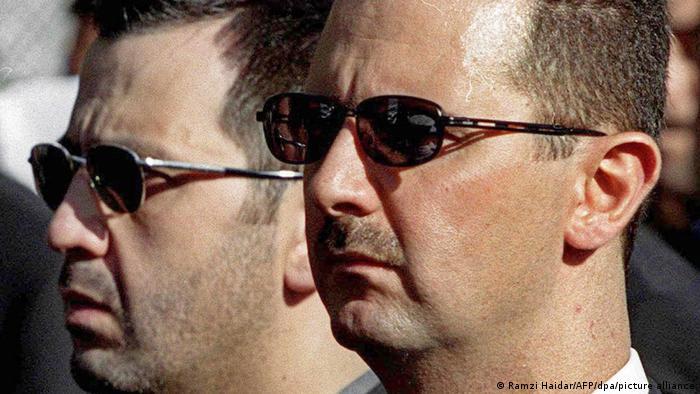 ماهر الأسد إلى جوار شقيقه الرئيس بشار الأسد