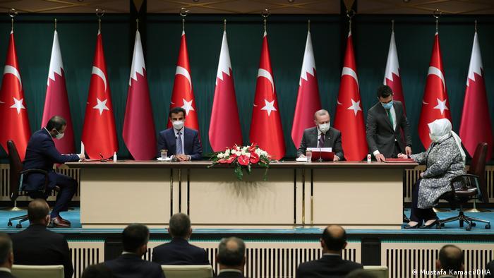 Türkiye Cumhurbaşkanı Recep Tayyip Erdoğan ve Katar Emiri Şeyh Temim Bin Hamad El-Sani de imza törenine katıldı