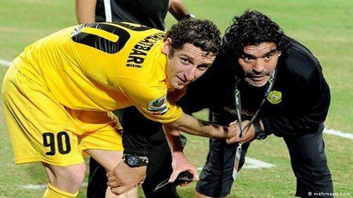 Trainer Diego Maradona und Nationalspieler Mohammadreza Khalatbari