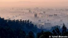 """Hidar Beshita """"Disease of November"""" – Every year Addis filled with smog Titel: Saturday 21st of November 2020 was Saint Michael's day in the Ethiopian calendar and the 12th day of the month of Hidar, in the year 2013. This was the 102nd anniversary of the Hidar Beshita, the """"Disease of November"""", known globally as the """"Spanish Flu"""". Addis Ababa was as usual on that day covered in smoke with every neighbourhood burning rubbish, a practice started on St Michael's day in November 1918. Autor/Copyright: Yared Shumete Schlagworte: Ethiopia, Addis Ababa , Äthiopien, Dire Dawa"""