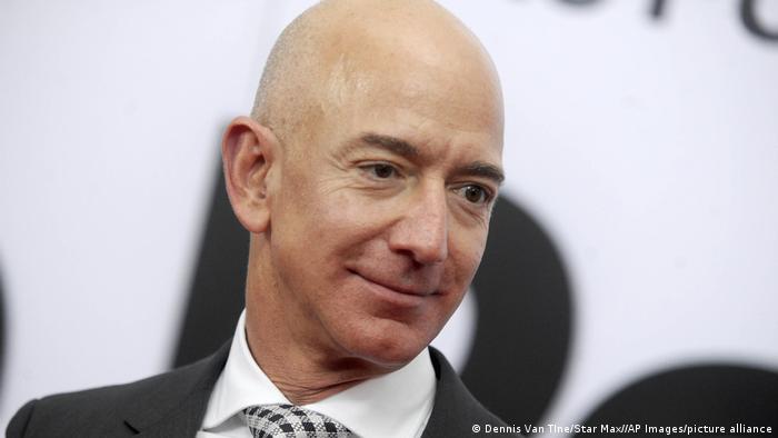 جف بزوس باحدود ۱۷۷ میلیارد دلار ثروتمندترین مرد جهان بهشمار میرود