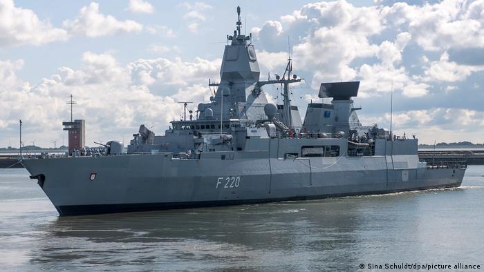 Фрегат бундесвера Гамбург, экипаж которого участвовал в обыске турецкого судна Rosalie A из-за подозрений в незаконных поставках оружия в Ливию