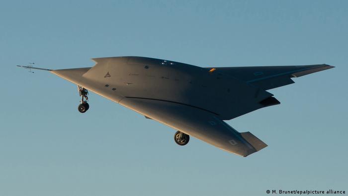 این پهپاد رادارگریز ساختِ کارخانهٔ داسو اویاسیون در کشور فرانسه است. این هواگرد برای نخستین بار در ۱ دسامبر ۲۰۱۲ میلادی مورد استفاده قرار گرفت و هدف آن تحقیقات بر روی تکنولوژی پهپادی است و قرار نیست مورد تولید سریالی قرار بگیرد.
