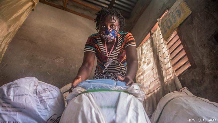 Malaria-Bekämpfung in Afrika | Benin Verteilung von Moskitonetzen