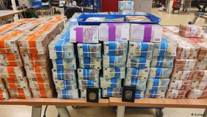 Під час спецоперації правоохоронці вилучили мільйони євро