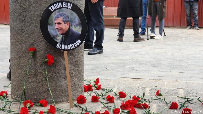 Tahin Elçi, 28 Kasım 2015 Diyarbakır'da uğradığı silahlı saldırı sonucu öldürülmüştü