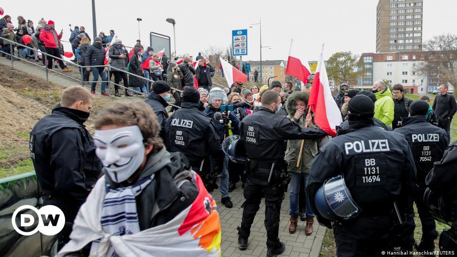 Coronavirus: German anti-lockdown protests shift to Polish border