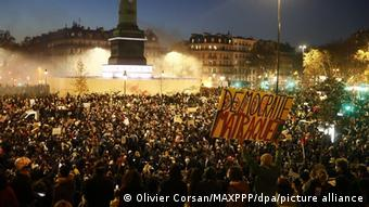Σύμφωνα με τους διοργανωτές περίπου 200.000 άνθρωποι συγκεντρώθηκαν στην Πλατεία της Βαστίλης