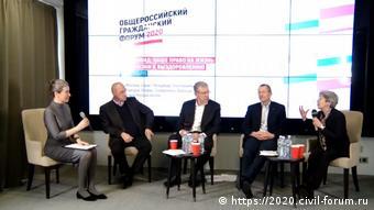 Участники Общероссийского гражданского форума во время дискуссии