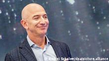 ARCHIV - 25.09.2019, USA, Seattle: Jeff Bezos, Chef von Amazon, ist am Rande eines Neuheiten-Events des Konzerns zu sehen. Amazon veröffentlicht am 30.07.2020 Zahlen zum 2. Quartal. Foto: Andrej Sokolow/dpa +++ dpa-Bildfunk +++ | Verwendung weltweit