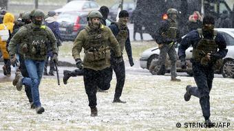 Силовики во время разгона протестов против фальсификаций на выборах президента Беларуси, ноябрь 2020 года