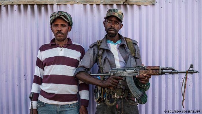 Two members of Ethiopia's Amhara militia | Mai-Kadra | Amhara-Miliz