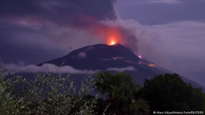Indonesien Ausbruch Mount Ile Lewotolok
