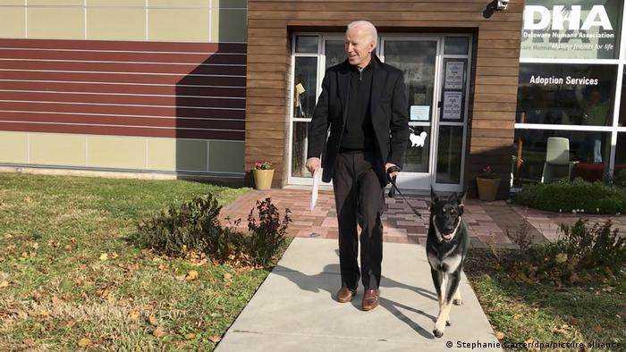 Joe Biden com seu cão Major