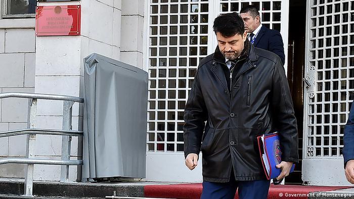 Vladimir Božović napušta zgradu vlade Crne Gore