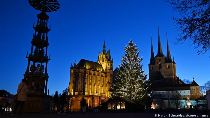 Erfurt | Town center church square with festive lit Christmas Tree at night