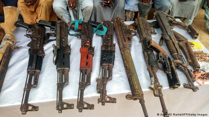 Armas apreendidas de homens supostamente ligados ao Boko Haram (Foto de arquivo / 2018)