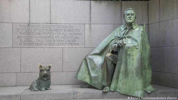 A statue of Roosevelt and his dog, Fala.