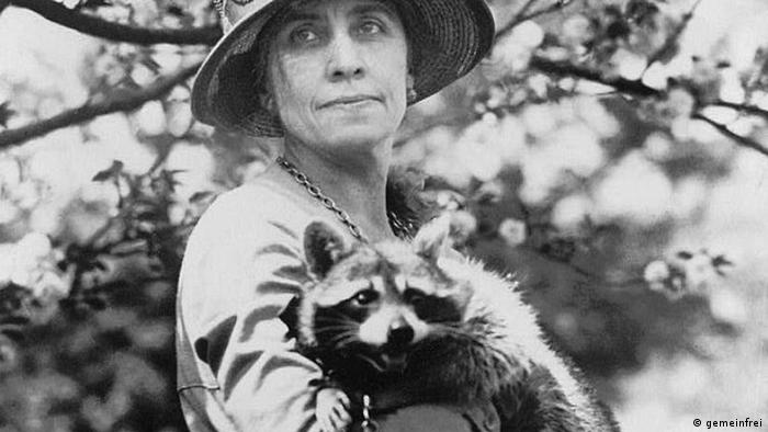 President Coolidge's wife holds Rebecca the raccoon